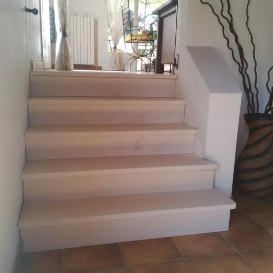 Escalier revêtement Mareuil (calcaire)
